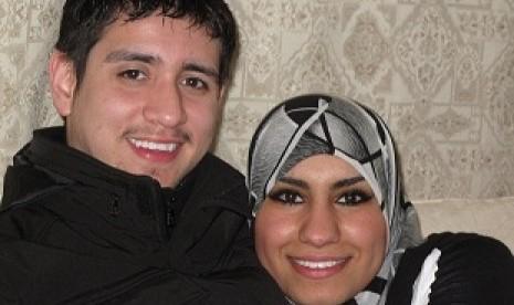 Carlos Sandoval dan istrinya Bashair Alazadi | Foto: www.republika.co.id