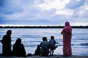 48keluarga-muslim-di-pantai