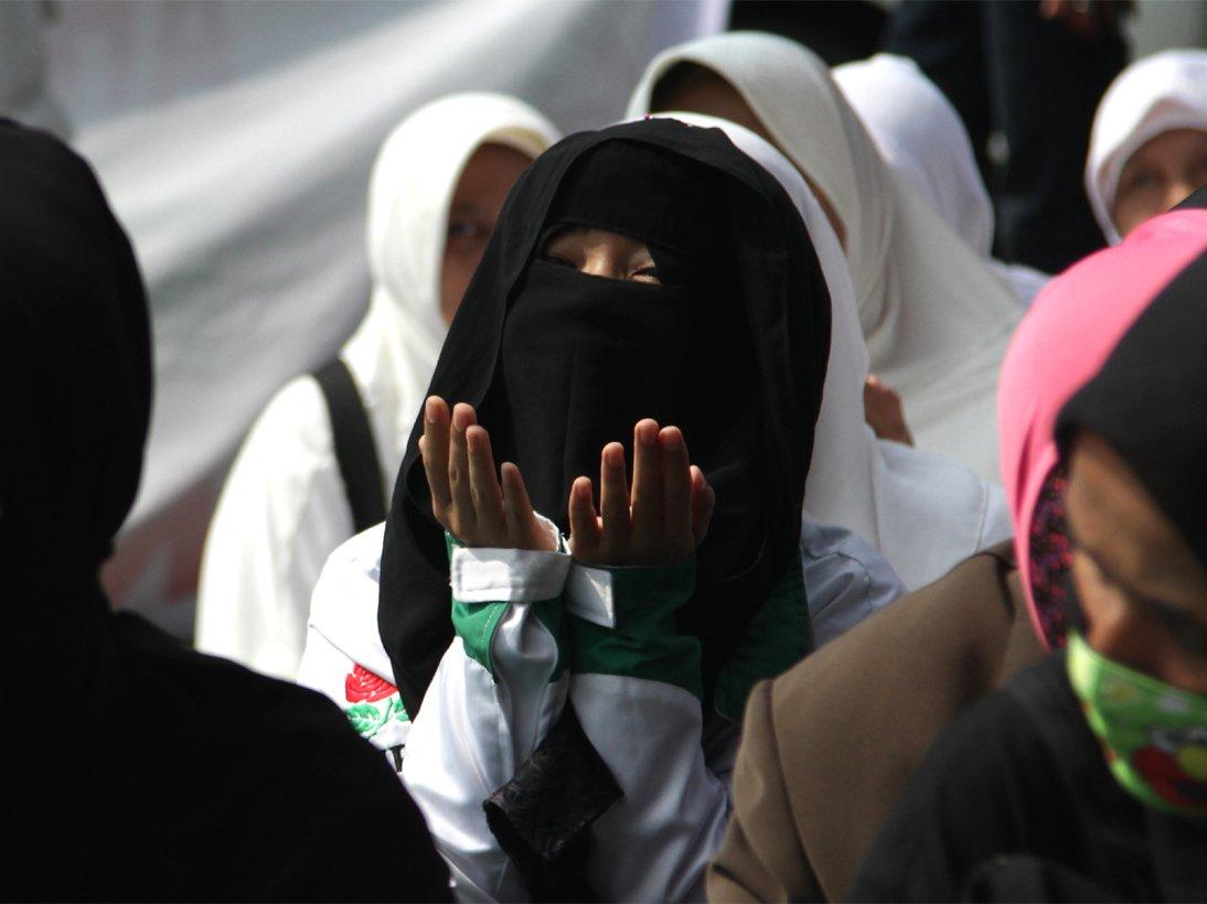 Jilbab dan Budaya Asing